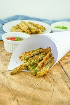 Panierter Spargel – Eines der besten Spargel Rezepte There are various asparagus recipes, but have you ever tried crispy breaded asparagus? It is low in calories, low carb and delicious. Perfect for salad or as a vegetarian snack in between. Easy Smoothie Recipes, Easy Smoothies, Good Healthy Recipes, Healthy Snacks, Best Asparagus Recipe, Brunch Recipes, Snack Recipes, Vegetarian Snacks, Coconut Recipes