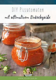 Stückige Tomaten selber einkochen ist Dir zu aufwendig? Mit meinem Rezept nicht. Mach Dir Deine Pizzatomaten für Tomatensauce, Pizza und Aufläufe einfach selbst. Mit großem Einkochguide zum Download!