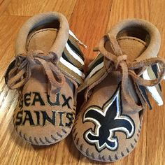 8a4b3048d8a26 1320 Best Free Range Mama Hand Painted Custom Moccasins images in ...