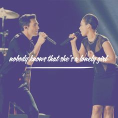 Adam Levine and Alicia Keys. Girl on Fire 2013 Grammys. Nobody knows that she's a lonely girl.