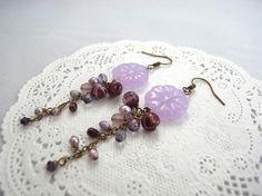 薄紫の半透明フラワービーズと藤の花の様なチェーンのゆらゆらピアス Creema Handmade Crafts Earrings Purple Flower ハンドメイド アクセサリー