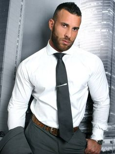 Can't go wrong with a crisp white shirt. Costume Sexy, Crisp White Shirt, Guy Pictures, Suit And Tie, Well Dressed Men, Sport Man, Men Looks, Bearded Men, Gorgeous Men