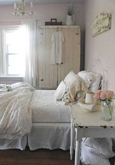 Shabby chic bedroom in white