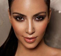Le contouring : ce terme vous dit sûrement quelque chose ! Cette technique de maquillage est en effet très utilisée par les célébrités : Kim Kardashian,Nicki Minaj, Beyoncé etc. Et on comprend pou...