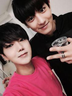 Yesung (Super Junior) + Chanyeol (EXO) |  Me encanta cuando mis bias estan juntos, adoro esta imagen ♥♥♥