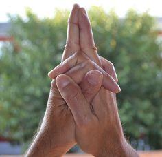 Nerozumím, jak je to možné, ale funguje to. Podržte ruce v této poloze a s Vaším tělem to udělá hotové zázraky. Mě to pomohlo v.. - Strana 2 z 2 - primanatura.cz Pilates, Yoga, Tantra, Attitude, Holidays And Events, Ayurveda, Funguje To, Massage, Meditation