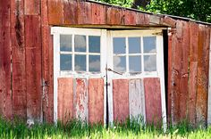 Would love to make these front doors to a barn house! Big Doors, Old Barn Doors, Cool Doors, Unique Doors, Windows And Doors, Front Doors, American Barn, Barns Sheds, Red Barns