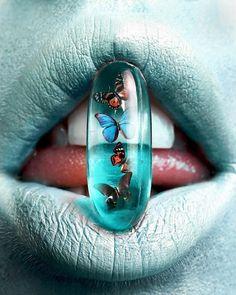 Lip Artwork, Lips Painting, Shotting Photo, You Give Me Butterflies, Blue Lips, Lipstick Art, Popular Art, Color Pencil Art, Glossy Lips