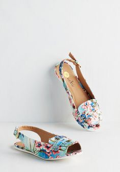 Famously Fashionable Flat. Soon to be your most celebrated pair, these woven slingbacks are awesomely unique! #blue #modcloth