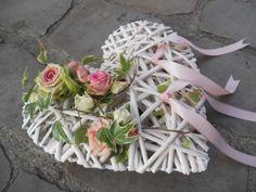 Deco Floral, Arte Floral, Large Flower Arrangements, Wedding Wows, Church Flowers, Sola Wood Flowers, Floral Hoops, Heart Crafts, Wedding Pillows