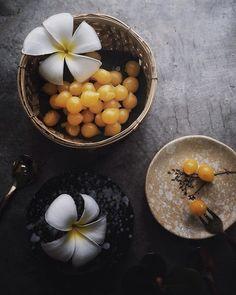 """ทานคาวแล้วต้องตบหวานตาม แนะนำ """"ทองหยอด"""" ...บางครั้งก็ไม่เข้าใจว่าคนโบราณคิดได้ไง...อร่อย!!! . . #thaifood #thaidessert #foodstyling #homemade #igers #dessert"""