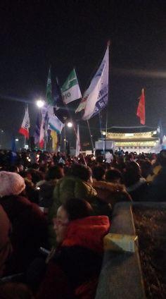 "The 11th Candlelit Protest: 600,000 Koreans Roar ""Park Down, Sewol Ferry UP!""-김광식 교수 현장 르뽀 | 코리일보 | CoreeILBO"