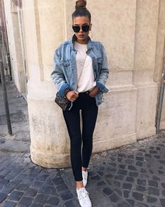 37 Delightful Winter Outfits Ideas Denim Jacket - All About Sporty Chic Outfits, Mode Outfits, Trendy Outfits, Winter Outfits, Fashion Outfits, Autumn Outfits Women, Sporty Chic Style, Denim Outfits, Outfit Jeans
