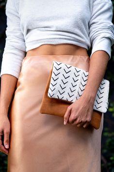 Leïla Clutch Hand Stitching, Clutch Bag, Im Not Perfect, Shop, Pattern, Leather, Handmade, Bags, Fashion