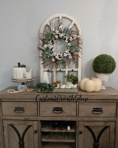 With Custom Wreath Shop ,Farmhouse Decor you can get the rustic look of down-home country decor in any room in your home. Distressed finishes, primary colors, and chicken wire accents give farmhouse style all the country charm you could ever want. From rooster decor to French country #cheapfarmhousedecor Diy Home Decor Rustic, Farmhouse Wall Decor, Easy Home Decor, Rustic Wall Decor, Farmhouse Style, Modern Farmhouse, Modern Decor, White Farmhouse, Farmhouse Ideas