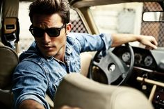 Another denim shirt that looks good because i fits well. Car Poses, Style Masculin, Photography Poses For Men, Comme Des Garcons, Male Models, Beautiful Men, Beautiful Images, Hot Guys, Mens Sunglasses