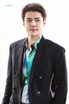 Sehun [HQ] 200115 Incheon Airport, Departing for Paris Kpop Guys, Exo Chanyeol, K Idol, Incheon, Airport Style, Airport Fashion, Knock Knock, Suit Jacket, Mens Fashion