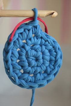 alfombra crochet con tela