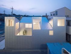 COMPLEX HOUSE BY TOMOHIRO HATA ARCHITECT AND ASSOCIATES