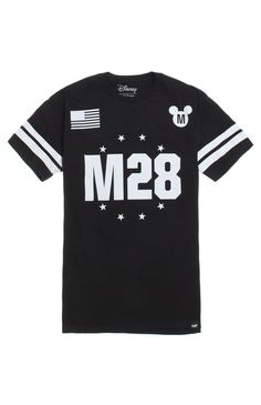 A PacSun.com Online Exclusive! Neff takes a magical trip with this men's t-shirt found at PacSun. TheStar Of The Show T-Shirt for men comes with a jersey look, a Mickey graphic on front and back, and a Neff logo loop on bottom.Black tee with Neffgraphic on front and backNeff logo loop on bottomCrew neckShort sleevesRegular fitMachine washable100% cottonImported