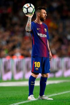 Barcelona's Argentinian forward Lionel Messi prepares to pass the ball during the Spanish league football match FC Barcelona vs Malaga CF at the Camp Nou stadium in Barcelona on October / AFP PHOTO / Josep LAGO Cr7 Vs Messi, Messi Soccer, Messi 10, Neymar, Nike Soccer, Soccer Cleats, Ronaldo Soccer, Ronaldo Real, Fc Barcelona