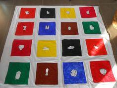 Dit spel is gebaseerd op Twister, maar er is een Franse toets bijgevoegd. De kinderen oefenen via dit spel hun woordenschat over de kledij en kleuren in het Frans. Je kan de kleren eenvoudig vervangen door andere prenten via velcro. Het gebruik van het rad vraagt de kinderen om een gesprek aan te gaan zodat ze weten op welk vak ze welk lichaamsdeel moeten plaatsen. Dit spel is als inoefening of herhaling van de geleerde woordenschat over het thema kledij.
