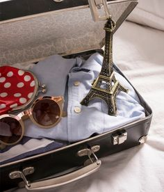 """The Insider's Guide to Paris: Where to Stay"" 