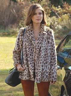 Cristal's leopard coat on Dynasty. Outfit Details: https://wornontv.net/89801/ #Dynasty