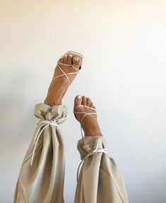 dream shoe to go with our tan trousers ✨ . Look Fashion, Fashion Shoes, Fashion Outfits, Womens Fashion, Fashion Trends, White Fashion, Fashion Details, Fashion Tips, Easy Style