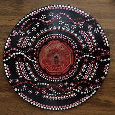 Mandala Painting, Mandala Drawing, Dot Painting, Vinyl Room, Vinyl Art, Records Diy, Vinyl Record Crafts, Aboriginal Dot Art, Mandala Dots