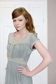 Knielange Kleider - Kleid Aurora in Grau gepunktet - ein Designerstück von Labude-FeineMode bei DaWanda