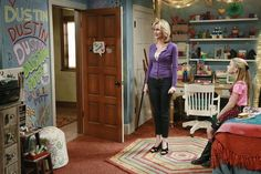 Not sure how possible but i would like the same drawing wall like avery's Disney Channel Shows, Disney Shows, Awesome Bedrooms, Cool Rooms, Artistic Room, Dog With A Blog, Artist Bedroom, Disney Diy, Fashion Room