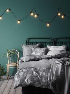 Emerald Green Bedrooms, Green Rooms, Bedroom Green, Emerald Bedroom, White Bedroom, Room Paint Colors, Bedroom Colors, Bedroom Ideas, Wall Colours