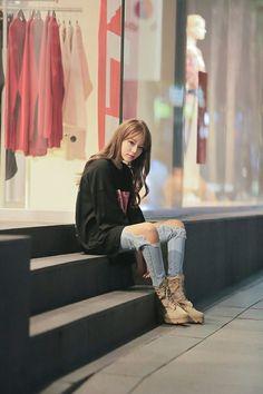 Korean Girl Ulzzang Look Korean Street Fashion, Asian Fashion, Girl Fashion, Fashion Outfits, Womens Fashion, Fall Outfits, Cute Outfits, Looks Black, Ulzzang Fashion