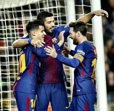Messi wows team mates and Valverde with special free kick: * Messi wows team mates and Valverde with special free kick Eyewitness News *… Lionel Messi, Messi 10, Best Football Players, Football Soccer, Barcelona, Transfer Rumours, Man Of The Match, Free Kick, Camp Nou