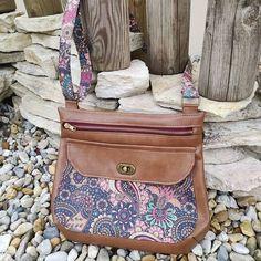 Séverine Plaziat Brochet sur Instagram: De retour de vacances, je me suis remise à la couture pour confectionner un sac #polka pour l'anniversaire de belle-maman. Plutôt contente… Fanny Pack, Bags, Instagram, Fashion, Sewing, Birthday, Hip Bag, Handbags, Moda