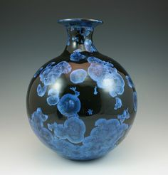 Bjarne Nielsen. Black engobe with blue crystalls.