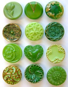 Vintage and Antique Glass Buttons.so pretty! Button Art, Button Crafts, Pantone Verde, Yennefer Of Vengerberg, Vintage Green Glass, Passementerie, Green Button, World Of Color, Vintage Buttons