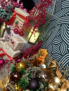 Christmas Wreaths, Christmas Tree, Winter 2017, Holiday Decor, Home Decor, Christmas Garlands, Homemade Home Decor, Holiday Burlap Wreath, Xmas Tree