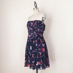 "MADEWELL | Strapless Silk Dress FEATURES:  * Strapless  * Rear, exposed zipper  * Pleating detail on bodice  * Pleated, flared skirt  * Abstract, watercolor print  * Fully lined  * 100% silk  MEASUREMENTS: Bust - 31 1/2"" Waist - 30"" Hips - 42 1/2""  ✅ Very good condition ⛔️ NO SWAPS/TRADES/RESERVES Madewell Dresses Strapless"