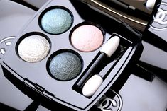 Chanel Quadra Les 4 Ombres Eyeshadow in Tissé Vénitien -  Bluish green, silvery pink, platinum khaki and intense green