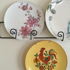 Get ready for spring get togethers out on the patio with these pretty vintage melamine plates.