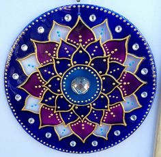 originalyexclusiva | MANDALAS Mandala Art, Mandala Canvas, Mandala Drawing, Mandala Painting, Mandala Design, Old Cd Crafts, Acrylic Rangoli, Kutch Work Designs, Cd Decor