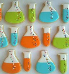 Sugar cookies in test tube and beaker shapes for a mad scientist party -- such a nerd, but I love these. Cookies Decorados, Galletas Cookies, Cute Cookies, Fancy Cookies, Cupcakes, Cupcake Cookies, Sugar Cookies, Wafer Cookies, Iced Cookies