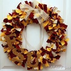 wreath http://allinadayblog.com/2011/09/more-football-crafts-i-told-you-i-love.html #FootballForTheLadies