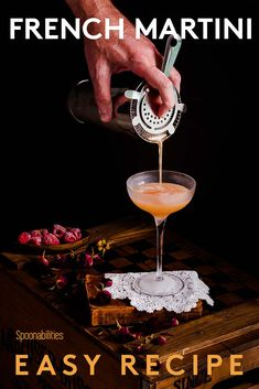 French Martini Cocktail, Cocktail Maker, Cocktail Drinks, Martini Recipes, Drinks Alcohol Recipes, Yummy Drinks, Drink Recipes, Popular Cocktail Recipes, Raspberry Liqueur