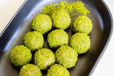 Matcha (green tea) powder and coconut combine to create these colourful and nutritious Matcha Bliss Balls. Best of all, they only have 5 ingredients.
