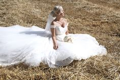 H&JS   Film & Photography - @mariemarrymeinc   Gown - @rosaclara   Wedding Planner & Designer - @HappilysEvents   #bride#mariée #champ #golden #field #chic #bridal #périgueux#mariemarryme