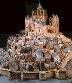 Miniature model of Mont-Saint-Michel - a gothic abbey that was built around Great detail! Fantasy City, Fantasy Castle, Fantasy House, Medieval Houses, Medieval Castle, Medieval Fantasy, Minecraft Medieval, Fantasy Armor, Fantasy Dress