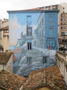 Angoulême, c'est aussi ça : des fresques incroyables à découvrir au détour des rues de cette très belle cité > http://www.angouleme-tourisme.com/